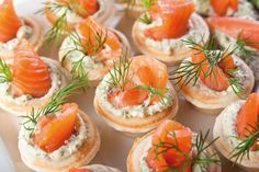 10 delicious fillings for tartlets / Amazing Cooking Wedding Appetizers, Finger Food Appetizers, Appetizer Recipes, Shower Appetizers, Snack Recipes, Dill Recipes, Smoked Salmon Recipes, Wedding Finger Foods, Good Food