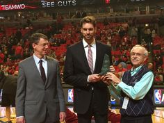 Pau Gasol receives the NBA Magic Johnson Award from @Sam Smith Hoops (Gasol is injured for today game vs Cleveland)
