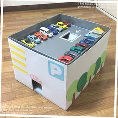 遊びながらお片づけ!ダンボールで作るミニカー収納。サンケイリビング新聞社がお届けする、ママに役立つ子育て情報サイト「あんふぁんWeb」 Cardboard Crafts Kids, Kids Crafts, Cardboard Toys, Diy And Crafts, Kids Garage, Toy Garage, Kids Toys For Boys, Diy For Kids, Toy Room Storage