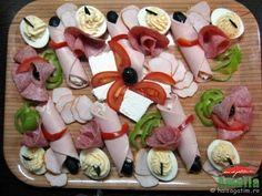 Aperitive reci - idei de platouri aperitive Up Halloween, Food Design, Food Art, Veggies, Appetizers, Snacks, Ethnic Recipes, Desserts, Christmas