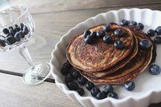Lækre Protein pandekager og frugter i lækkert RCR champagne glas  #Pandekager #krystalglas #rcr #hobstarglas