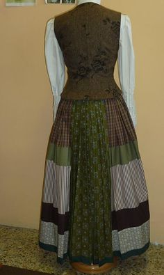 Emakumea Mujer European Dress, Basque Country, Apron, Two Piece Skirt Set, Cosplay, Costumes, Sewing, Skirts, Pattern