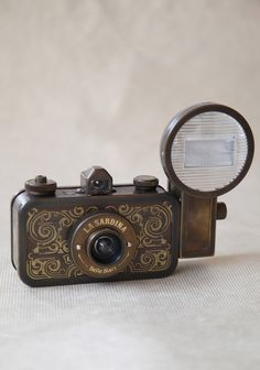 La Sardina Camera By Lomography on ruche Antique Cameras, Vintage Cameras, Photography Camera, Vintage Photography, Pregnancy Photography, Photography Ideas, Portrait Photography, Wedding Photography, Classic Camera