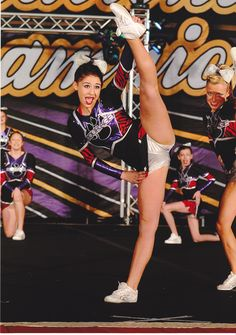 real-cheerleader-crotch-shots-naked-female-bodie-duilders
