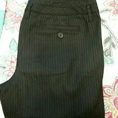 👒👖ANN TAYLOR LOFT CAPRI PANTS👖👒 Ann Taylor Loft Capri pants black with a pinstripes and cuff on botton. Never worn Ann Taylor Pants Capris