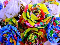 Flores em chitão. tamanho de uma rosa natural. R$4,50