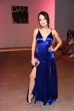NEW YORK, NY - SEPTEMBER Kelli Berglund attends the Dan Liu fashion show during New York Fashion Week: The Shows September 2016 at The Gallery, Skylight at Clarkson Sq on September 2016 in New York City. (Photo by Michael Loccisano/Getty Images) Celebrity Beauty, Celebrity Style, Kelli Berglund Hot, Star Fashion, Fashion Show, Bollywood, Brunette Beauty, Woman Crush, Outfits