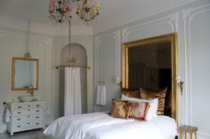 Gorgeous shower . Parisian design