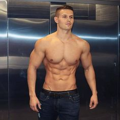 The Definitive (and Practical) Guide to Muscle Hypertrophy Hypertrophy Training, Muscle Hypertrophy, Body Inspiration, Fitness Inspiration, Barefoot Men, Muscular Men, Athletic Men, Shirtless Men, Male Physique
