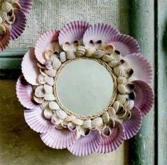20 Refreshing DIY Sea-Shell Crafts to Create That Beachy Look This seashell mirror is simply adorable. Gather seashells of different sizes and colors and decorate a simple mirror with them. Seashell Art, Seashell Crafts, Beach Crafts, Diy And Crafts, Arts And Crafts, Kids Crafts, Seashell Projects, Ocean Home Decor, Shell Decorations