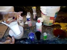 In this video, learn how you can decorate a mirror by adding plaster pebbles that have been painted with Fantasy Prisme. 10 Days Of Christmas, Collagraph, Daily Painters, Fluid Acrylics, Art Abstrait, Pour Painting, Acrylic Pouring, Painting Techniques, Art Tutorials