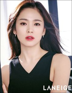 Song Hye-kyo stuns in two-tone lipstick campaign for Laneige Song Hye Kyo, Korean Beauty, Asian Beauty, Laneige, How To Pose, Flawless Skin, Beautiful Asian Women, Korean Actresses, Korean Celebrities
