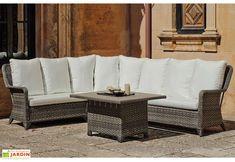 grand canapé d'angle extérieur 6 à 7 places avec table basse en résine tressée