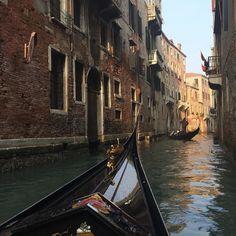 Buongiorno Venezia ! Early morning gondola #ahacourses #venice