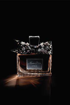 エスプリ Dior / 展示 / メゾン Dior / ディオール オフィシャル ウェブサイト
