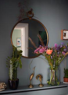 vintage bohemian eclectic style hallway interiors farrow ball Oval Room Blue faux cactus brass mirror - Home Decor Ideas Interior Design Trends, Bohemian Interior Design, Interior Inspiration, Interior Ideas, Design Ideas, Decoration Bedroom, Hallway Decorating, Decor Room, Decorating Ideas