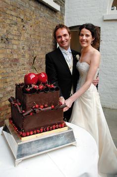 15 unbelievable wedding cake creations from our real weddings!