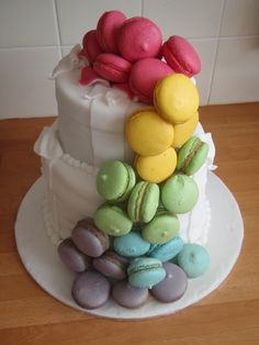 "macaron cake: neat idea. to be picky, the macaron shouldn't have that little ""nipple"" in the centre, but seeing as i'm no master, who am i to judge....this would be a cake i would like to eat...."