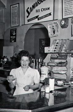 +~+~ Vintage Photograph ~+~+  Love this picture of a diner in the 1940s