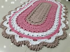 Jogo de banheiro MIX #1 ( tapete da pia parte 1 ) - YouTube Doilies, Crochet Projects, Rugs, Holiday Decor, Mix, Biscuit, Diana, Christmas Tree, Home Decor