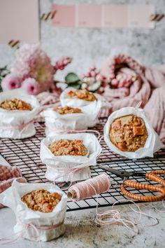 Mein Rezept für saftige Kürbis-Muffins mit Karamell-Toffee & Meersalz | Kürbis-Küchlein backen | Homemde Pumpkin Muffin Recipe | luziapimpinella.com Toffee, Breakfast, Easy, Food, Whole Wheat Flour, Almond Milk, Caramel, Sea Salt, Sticky Toffee