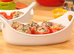 Rachael Ray's Tuna Salad Stuffed Tomatoes - This recipe doesn't require cooking, making it the perfect meal to serve when you want something quick and easy. Tuna Stuffed Tomatoes, Stuffed Peppers, Healthy Snacks, Healthy Eating, Healthy Recipes, Great Recipes, Favorite Recipes, Yummy Recipes, Seafood