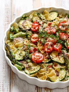 muscade, poivre, chapelure, oeuf, courgette, pâte feuilletée, oignon, huile d'olive, sel, fromage râpé
