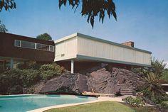 Casa Gómez, calle del  Risco 240, Jardines del Pedregal, Ciudad de México 1952  Arq. Francisco Artigas  Foto. Roberto Luna -   Gomez House, Risco 240, Gardens of Pedregal, Mexico City 1952