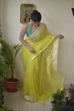 Chakori Ethnic - Home for Traditional Ethnic wear for Women Simple Sarees, Trendy Sarees, Stylish Sarees, Fancy Sarees, Saree Blouse Patterns, Saree Blouse Designs, New Blouse Designs, Sarees For Girls, Dress Indian Style