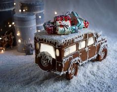 Gingerbread Car with presents on top - gotta love this one! Inspiration for you to make one yourself! Gingerbread Car with presents on top - gotta love this one! Inspiration for you to make one yourself! Cool Gingerbread Houses, Gingerbread House Designs, Gingerbread House Parties, Gingerbread Village, Christmas Gingerbread House, Christmas Sweets, Christmas Cooking, Noel Christmas, Merry Little Christmas
