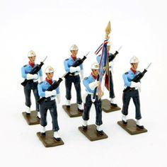 (ref. CBG 5885) (création 2014).  Pièces présentées : - porte-drapeau (ref. CBG 5885-002) - pompier avec Famas (ref. CBG 5885-005)  Egalement disponibles : - officier (ref. CBG 5885-001) - porte-fanion (ref. CBG 5885-006) - pompier avec hache (ref. CBG 5885-007) - pompier maître-chien (ref. CBG 5885-008) Creations, Soldiers