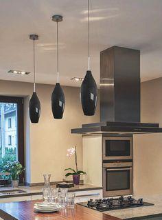 Zuma Line CHAMPAGNE lampa wisząca, której design łączy w sobie styl starych lamp z nowoczesnym wykonaniem. Jej ponadczasowy kształt sprawia, że może być zastosowana w dowolnym pomieszczeniu oraz współczesnym lub stylizowanym wnętrzu. Doskonała więc jako lampa sufitowa do salonu, lampa do biura, czy lampa do przestrzeni użyteczności publicznej.