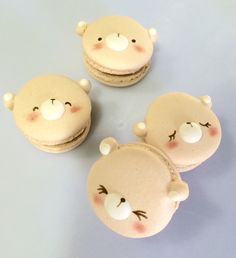 If you want a sweet treat these are amazing! Macaroons are Adorbs already! Add a face- dieing! In HEAVEN Cute Desserts, Dessert Recipes, Cute Food, Yummy Food, Cute Baking, Decoration Patisserie, Macaron Cookies, Macaroon Recipes, French Macaroons
