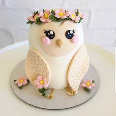 Owl cake - Desserts and Treats - Kuchen Pretty Cakes, Cute Cakes, Beautiful Cakes, Amazing Cakes, Beautiful Owl, Fancy Cakes, Mini Cakes, Cupcake Cakes, Fruit Cakes