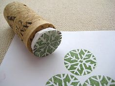 We love the idea of using recycled wine corks to make snowflake stamps. Perfect for Christmas wrapping! #witner