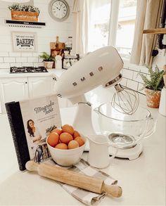 Joanna Gaines Family, Modern Farmhouse Style, Dream Kitchens, Kitchen Styling, Future, Lifestyle, Table, Instagram, Ideas
