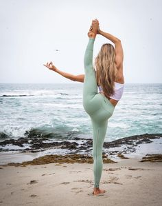 @nwoy is an absolute vision in Sage! These High Waist Dash Leggings are perfect on-or-off the mat! #aloyoga #beagoddess