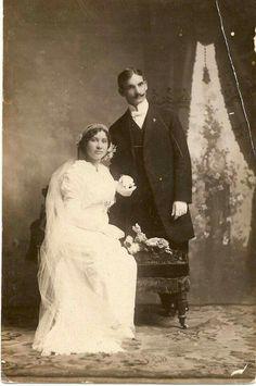 José C. Sotillo Picornell y Adelia Jiménez Salvatierra. Se casaron en 1912 en la iglesia de El Carmen, San José.  Ella bien linda, y él siempre guapo y elegante!!!  Gracias, Maria Herrera Sotillo!
