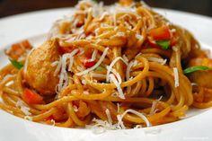 Pittige pasta met romige knoflooksaus en kip