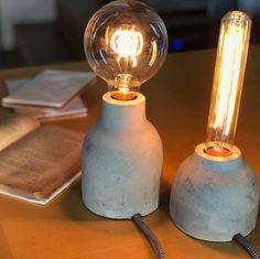 Frío cemento y cálida luz en equilibrio . . . . . . . . . #decoracion #deco #decoration #lampara #lamparas #lamp #light #luz #lightbulb #lightbulbs #foco #cemento #concreto #idea #interiordesign #interiorstyling