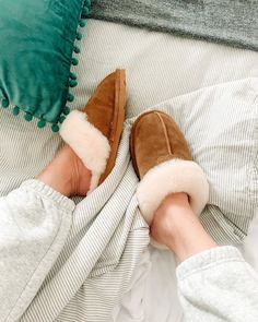 Welcome to the comfort zone ☁️🤗 Shop Loki: www.bearpaw.com #LiveLifeComfortably #BearpawStyle 📸 @glitterandjuls