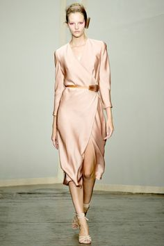 Donna Karan! O, ues, PLEASE! @cndc dmngz gorgeous huh? Love dkny all up in ya eye (I sangthat last part, yes, haha)