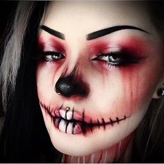 Recently, the number of those who have three-dimensional make-up is increasing. The reason for the increase in the use of makeup is that it is frequently used. Halloween Costume Models, Halloween Make Up, Halloween Face Makeup, Halloween Ideas, Witch Makeup, Zombie Makeup, Sfx Makeup, Shade And Light Palette, Maquillage Halloween