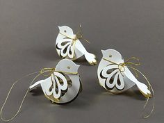 Spurve with gold - New Site Bird Crafts, Holiday Crafts, Christmas Crafts, Diy And Crafts, Crafts For Kids, Christmas Decorations, Christmas Ornaments, Christmas Christmas, Paper Folding Crafts