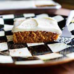 Pumpkin Sheet Cake - - Glorious, moist pumpkin cake with a cream cheese frosting. Doesn't get much better than this! Chocolate Pies, Best Chocolate, Molten Chocolate, No Cook Desserts, Dessert Recipes, Fun Recipes, Fall Desserts, Dessert Ideas, Sweet Recipes