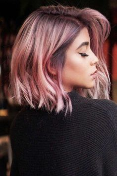Feathered Medium Style Pink mediumhair bob ❤️ Let us guide you in the world of medium hair styles. We have a collection of the trendiest hairstyles for ladies with shoulder length hair. Medium Hair Cuts, Medium Hair Styles, Short Hair Styles, Hair Dye Colors, Cool Hair Color, Creative Hair Color, Cabelo Rose Gold, Cheveux Oranges, Dye My Hair