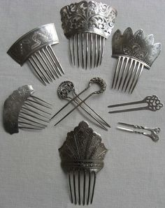 Silver hair combs – SMP Silver Salon Forums You are in the right place about christmas nails Here we offer … Vintage Hair Combs, Vintage Hair Accessories, Wedding Hair Accessories, Argent Antique, Antique Silver, Antique Jewelry, Hair Jewelry, Bridal Jewelry, Jewellery