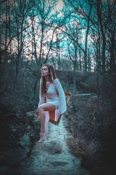 June Lawrence Beautifully Manipulates Portraits Using Only Her Smartphone photography surrealism Digital Art Photography, Levitation Photography, Fantasy Photography, Surrealism Photography, Photoshop Photography, Girl Photography, Creative Photography, Exposure Photography, Winter Photography