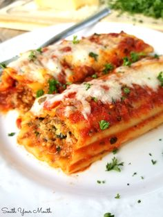 An easy recipe for classic, meaty baked manicotti stuffed with Italian sausage and cheese. Chicken Manicotti, Baked Manicotti, Cheese Manicotti, Italian Sausage Recipes, Sweet Italian Sausage, Beef Recipes, Cooking Recipes, Recipies, Rezepte