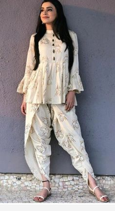 indian designer wear Glam Outfit Ideas for Indian Bridesmaids for every Ceremony Salwar Designs, Kurta Designs Women, Kurti Designs Party Wear, Indian Gowns Dresses, Pakistani Dresses, Pakistani Kurta, Pakistani Bridal, Indian Wedding Outfits, Indian Outfits